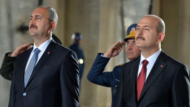 Gül und Süleyman bei einer Staatszeremonie nebeneinander.