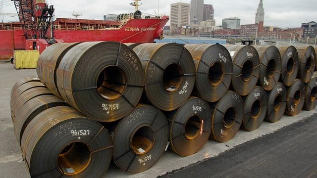 Stahl in einem Hafen in den USA.