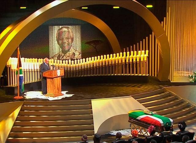 Zuma spricht an der Beerdigung Mandelas