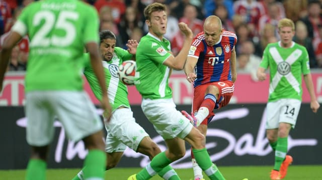 Arjen Robben schiesst mit seinem starken linken Fuss.