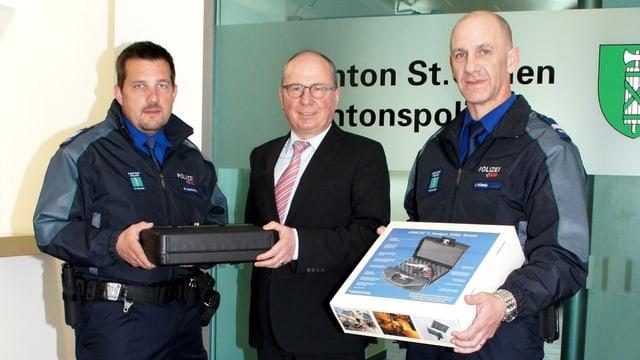 von links: Chef Stv Sicherheitspolizei Markus Gantenbein, Regierungsrat Fredy Fässler, Chef Sicherheitspolizei Harald Düring.