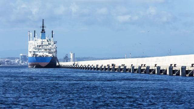 Ein Öltanker auf dem Mittelmeer.