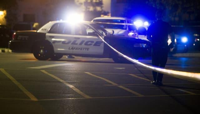 Polizia avant il kino nua che l'um da 58 onns ha sajettà giu duas persunas e silsuenter sasez.