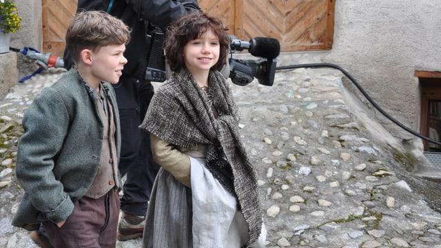 Quirin Agrippi (Peter) ed Anuk Steffen (Heidi) al set dal film a Latsch