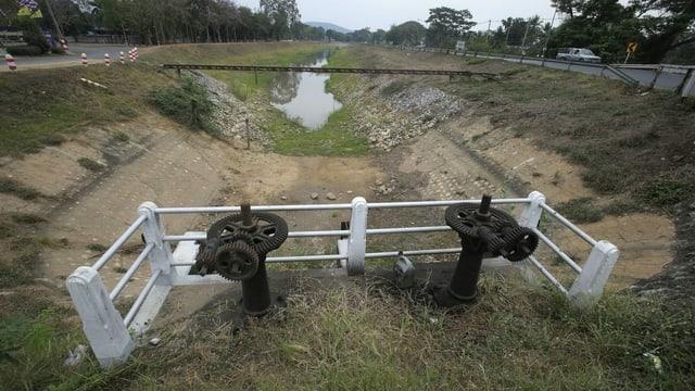 Leerer Bewässerungskanal aus dem Mekong in Kambodscha.