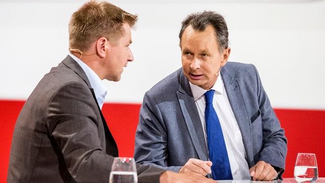 SVP-Parteipräsident Toni Brunner und FDP-Parteipräsident Philipp Müller im Gespräch