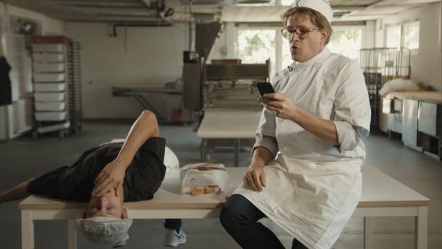 Video «2. Staffel, Folge 2» abspielen