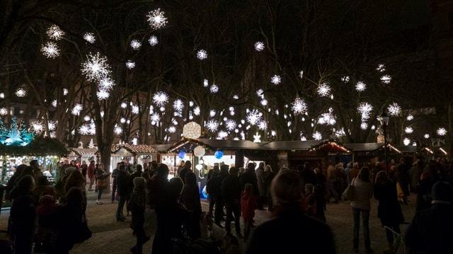 Weihnachtsmarkt beim Münster bei Nacht