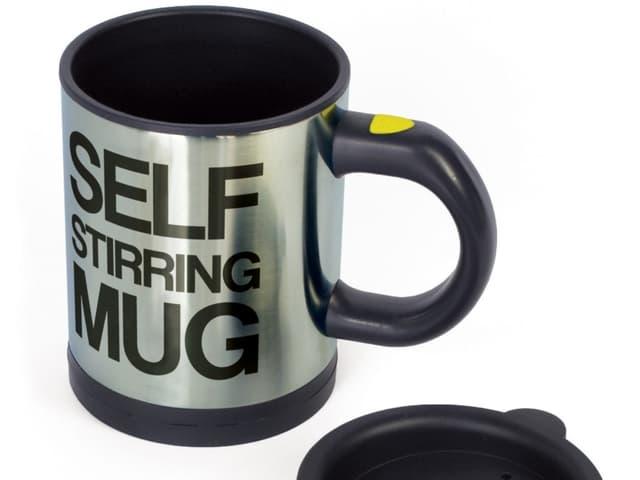 Die «Self Stirring Mug» rührt Kaffee, Suppe und Tee (und alles andere) per Knopfdruck um.