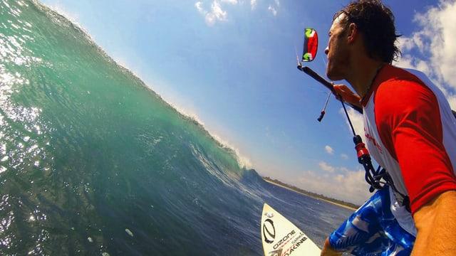 Video «Kitesurfen in Indonesien: Auf dem selbstgebauten Brett» abspielen