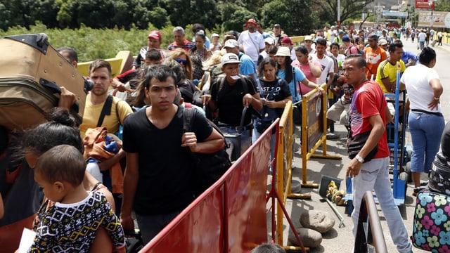 Venezolaner auf dem Weg nach Kolumbien (Aufnahme vom 26.07.).