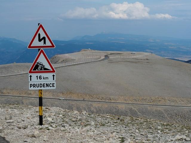 Blick auf Fels und Gröss am Mont Ventoux.