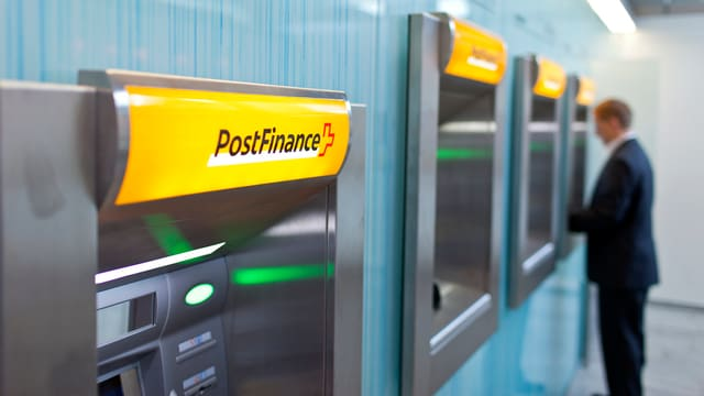 Postomats en ina filiala da la Postfinance