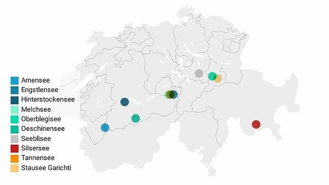 Karte der Schweiz mit Einträgen der Bergseen, auf denen Eisfischen erlaubt ist.