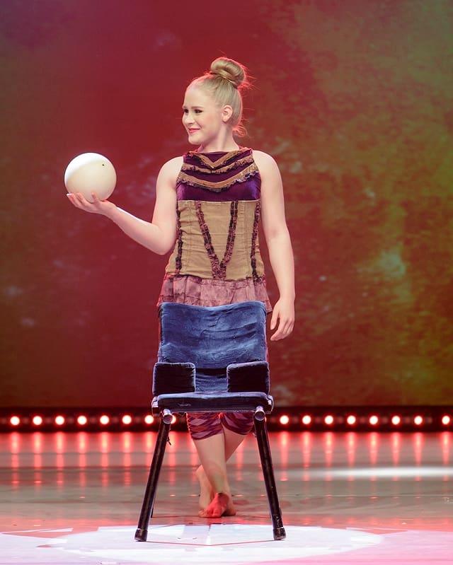 Ball-Jonglage: Nelli Kujansivu aus Finnland.