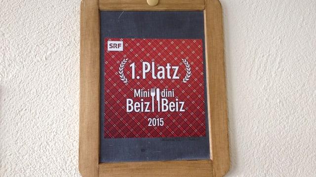 Mini Beiz, Dini Beiz tavla d'onuraziun.