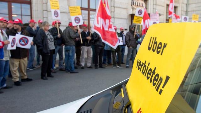Basler Taxifahrer demonstrieren gegen Uber.