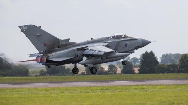 Ein britisches Militärflugzeug hebt ab