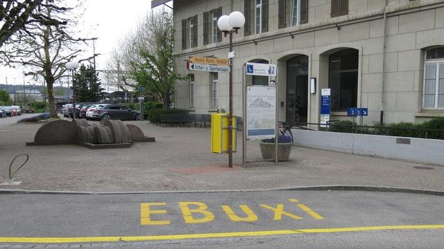 Eine gelbe Zone zeigt an, wo das EBuxi-Taxi halten kann