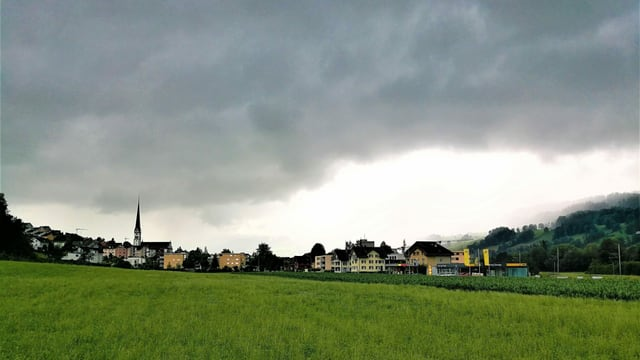 Dicke Gewitterwolken über Malters.