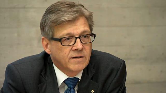Il procuratur public suprem Philipp Umbricht infurmescha dal mazzament a Rupperswil.