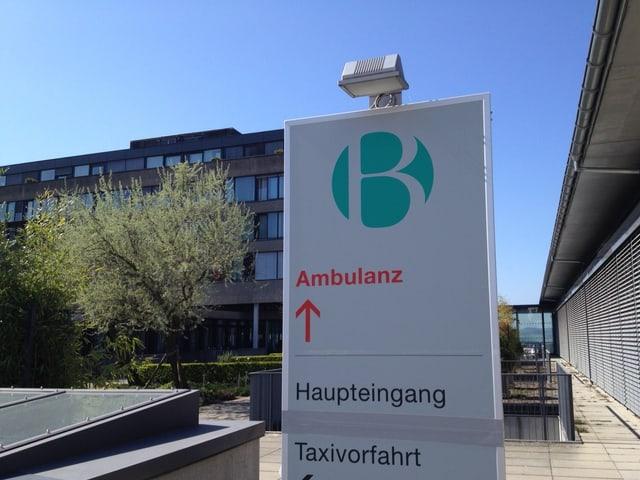 Eingangsschild mit Logo der Reha-Klinik Bellikon