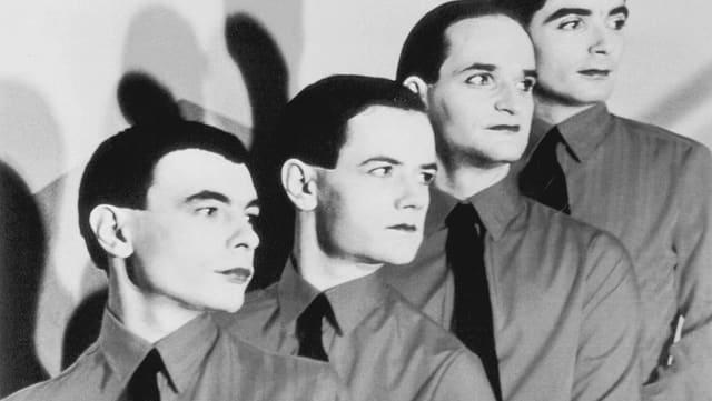 Die vier Kraftwerk-Musiker in Anzug und mit weiss geschminkten Gesichtern.