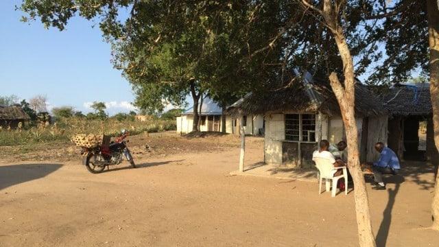 Der Dorfplatz von Gama Makani