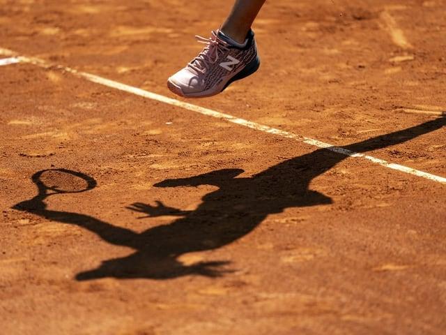 Sport wie Tennis, die ohne Körperkontakt auskommt.