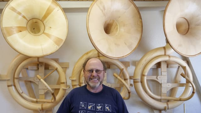 Sousaphone aus Holz