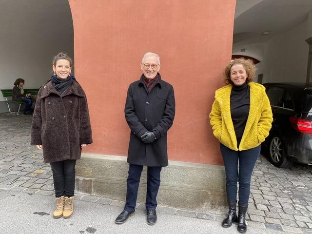 Gülsha Adilji, Carlo Schmid und Beatrice Gmünder stehen in gebührendem Abstand nebeneinander.