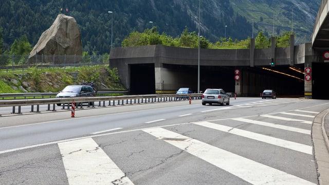 Das Eingangsportal des Gotthard-Strassentunnels in Göschenen.