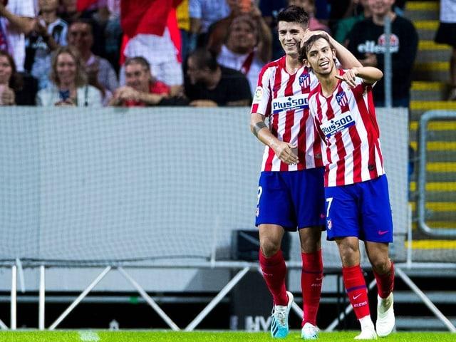 Joao Felix (rechts) feiert mit Stürmerkollege Alvaro Morata.