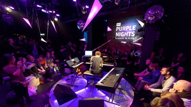 «SRF Purple Nights #01»: Pianist Francesco Tristano zwischen Flügel, Keyboard und Synthesizer (23.03.17, Hive Zürich).