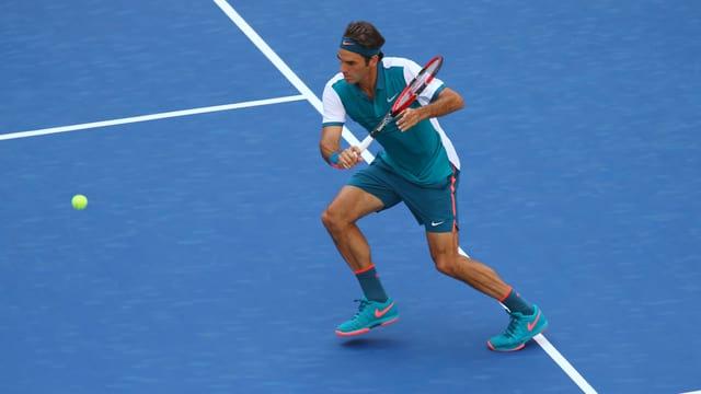 Beim «Sabr» setzt Roger Federer beim Return zu einem Halbvolley an.