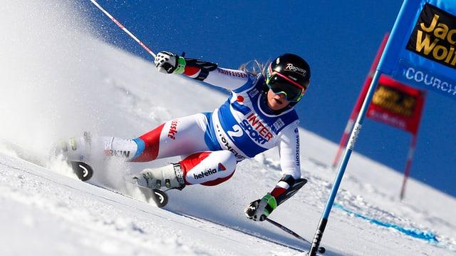Suenter las victorias en la supercumbinaziun ed en la cursa rapida, vegn Lara Gut segunda dal slalom Gigant.
