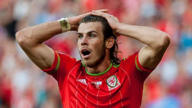 Ungläubiger Blick von Gareth Bale