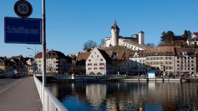 Stadt Schaffhausen mit Ortstafel