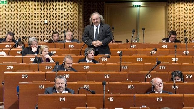 Luc Recordon (stehend) im Europarat.