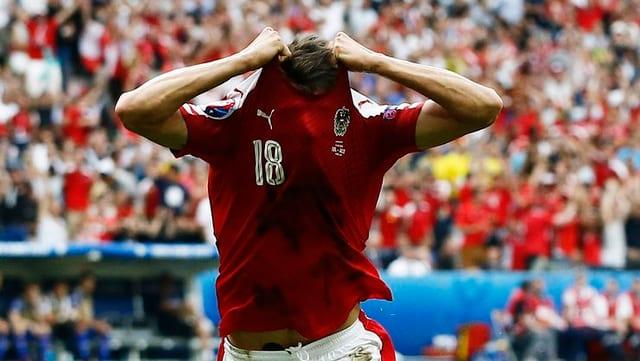 Alessandro Schoepf che ha sajettà il sulet gol da l'entir campiunadi per l'Austria