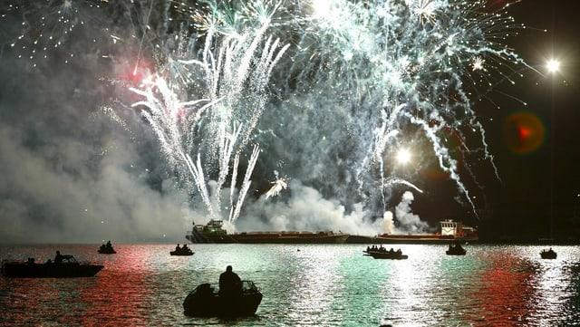 Feuerwerk auf dem Bielersee.