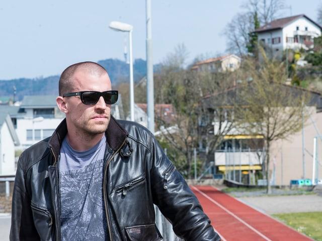 Tom Gisler unterwegs mit Rapper Tommy Vercetti in seiner alten Heimat Ostermundigen.