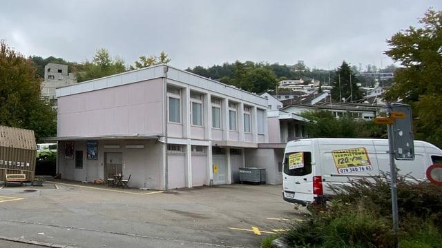 Das alte Gemeindehaus im Würzenbach, wo eine Wohnüberbauung entstehen soll.
