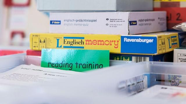 Meds d'instrucziun per emprender l'englais