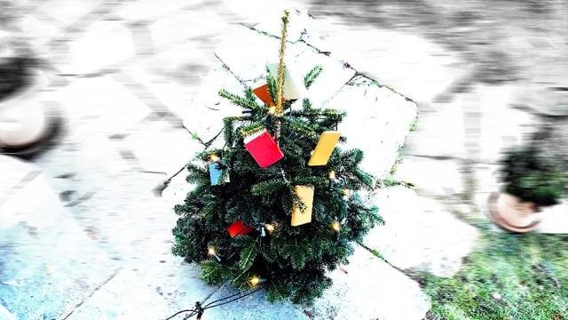 Weihnachtsbaum mit Büchern