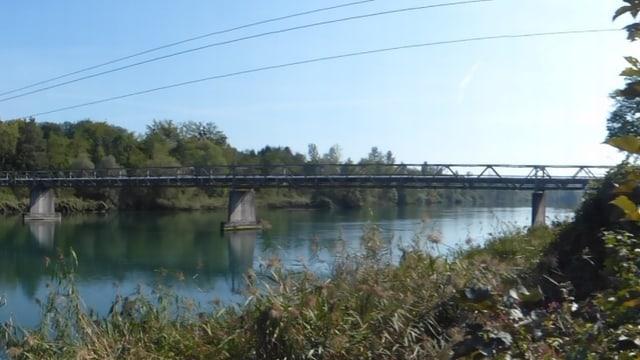 Blick vom Aareufer auf die Brücke die nun saniert wird.