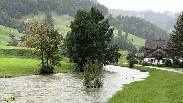 Die Thur trat bei Unterwasser aus dem Flussbett.