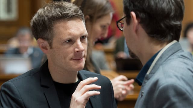 Fricker in einer Diskussion im Nationalratssaal