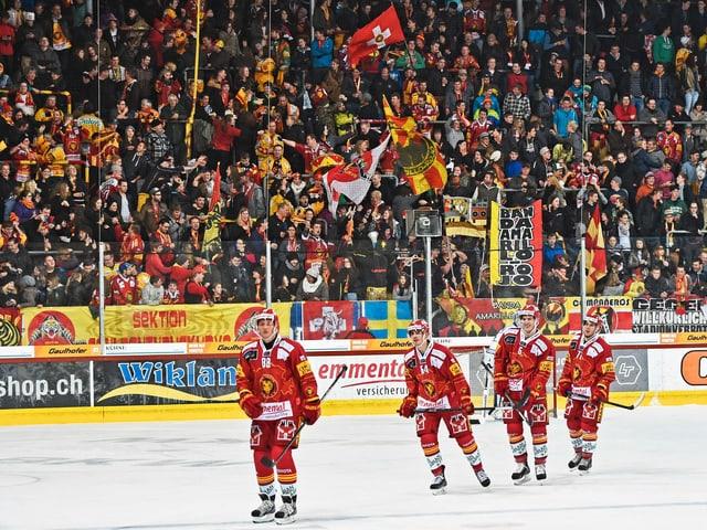 Spieler und Fans in Langnau