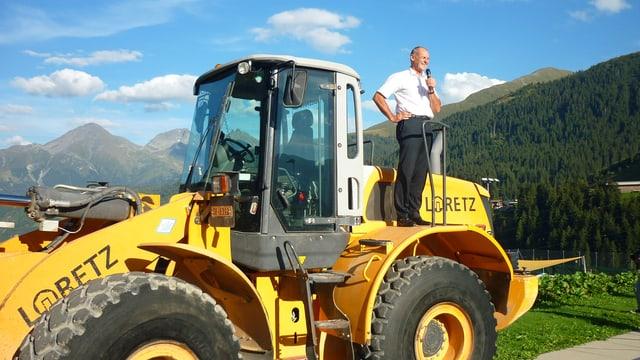 Il schef da l'Alptransit Gotthard SA Renzo Simoni durant ses pled a la festa a Sedrun.